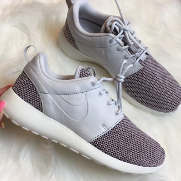 0f823983426c58 NIB Nike Roshe One